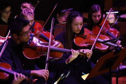 music students playing violins