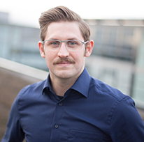 headshot photo of Dr. Niklas Ignasiak